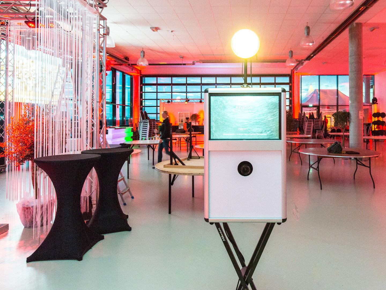 Bei Fotobox-Fete mieten Sie eine FotoBox, wie Bargusto-Raynet im Quax-Hanger